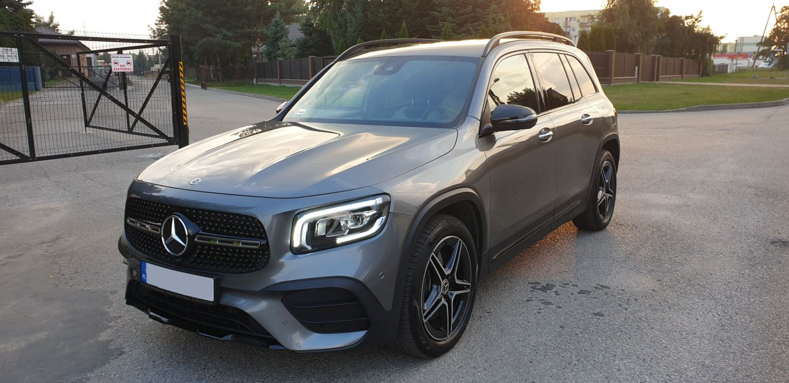 Mercedes_GLB_250_2019_1